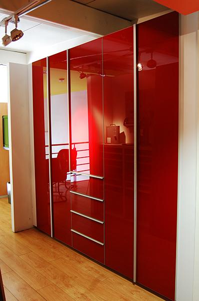Closets con puertas de cristal acorde for Imagenes de puertas de cristal